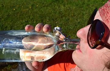 ¿Por qué nunca debes rellenar de agua una botella de plástico?