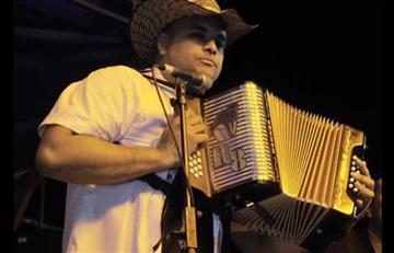 El acordeonero Rolando Ochoa denuncia los malos pagos de Acinpro