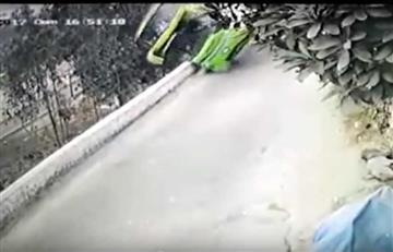Perú: Impactante video de la caída de un bus a un abismo