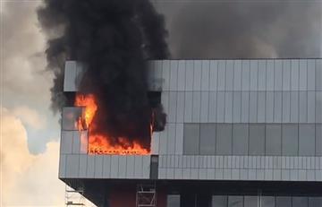 Registran incendio en edificio en construcción de Corferias