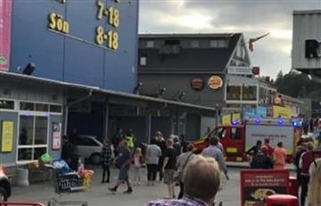 Suecia: Coche embiste a una multitud de peatones