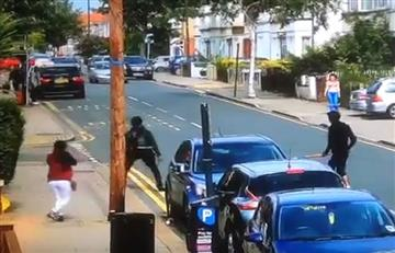 Pandilleros en Londres pelean a machete