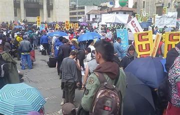 Trabajadores programarían paro nacional contra el Gobierno Santos