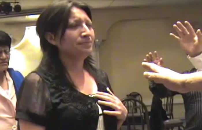 Video: Pastor asegura que hace crecer los senos