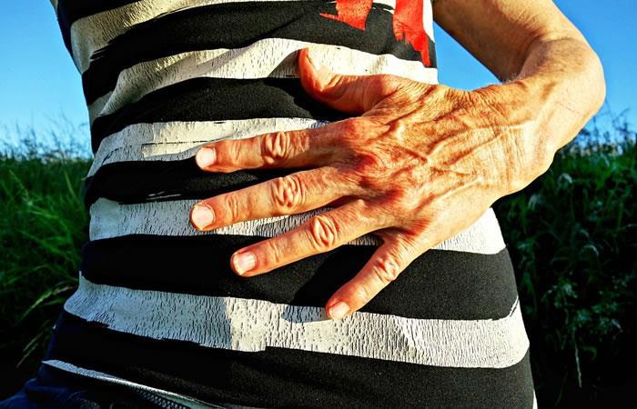 ¿Por qué sobresalen las venas de las manos?