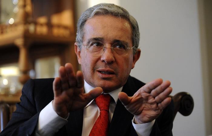 Imagen de Álvaro Uribe está por el piso, según encuesta