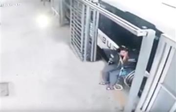 México: Mujer es arrollada por un bus y camina 'milagrosamente'