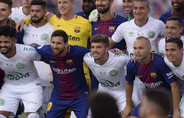 Barcelona: Entre aplausos y lágrimas, homenajearon a Chapecoense