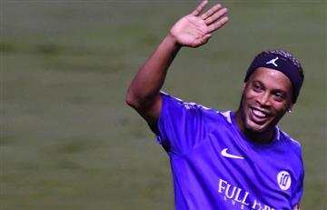 Ronaldinho y la muestra de humildad con un hincha y que todos aplauden