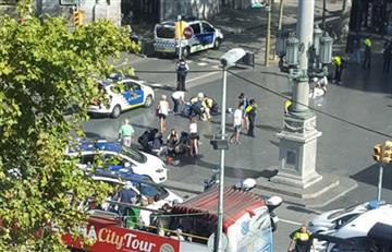 En Barcelona un vehículo atropella a un grupo de personas, hay varios heridos