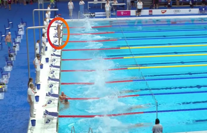 Nadador español guarda minuto de silencio por víctimas de atentado