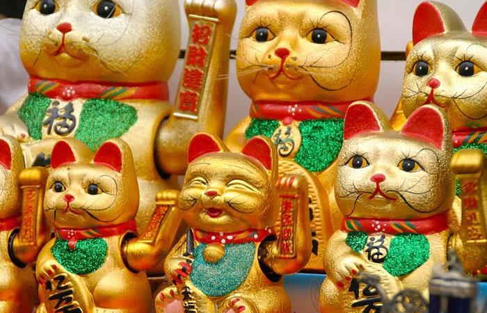 ¿Sabes qué significa el gato chino que mueve el brazo?
