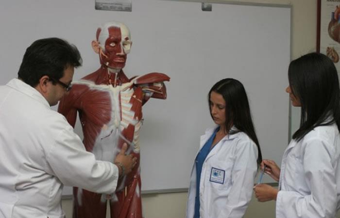 Llegan a Cuba primeros colombianos para estudiar Medicina como apoyo a paz