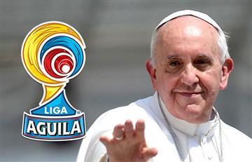 Papa Francisco recibe y bendice la camiseta de este equipo colombiano