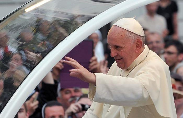 Papa Francisco: El papamóvil tendrá el escudo de este equipo de fútbol
