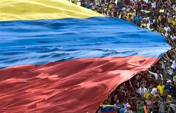 """""""Este gobierno va a caer"""": El canto de los venezolanos en partido contra Colombia"""