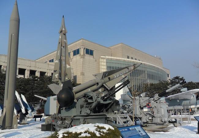 Corea del Norte: Kim Jong-Un supervisó bomba H para misil