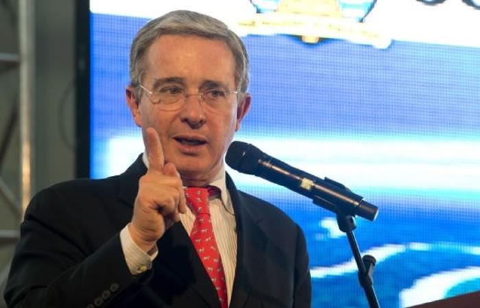 Carta de Álvaro Uribe al papa Francisco