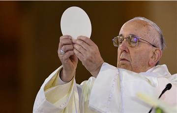 Papa Francisco: Así se elaboran las hostias para las misas del pontífice