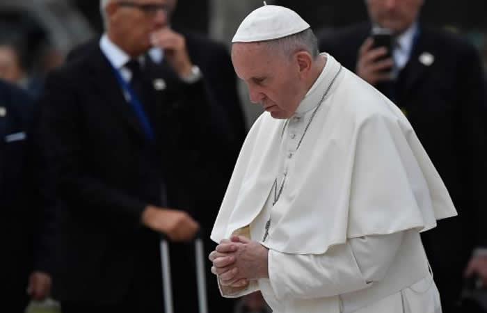 Francisco ora por víctimas del sismo de México