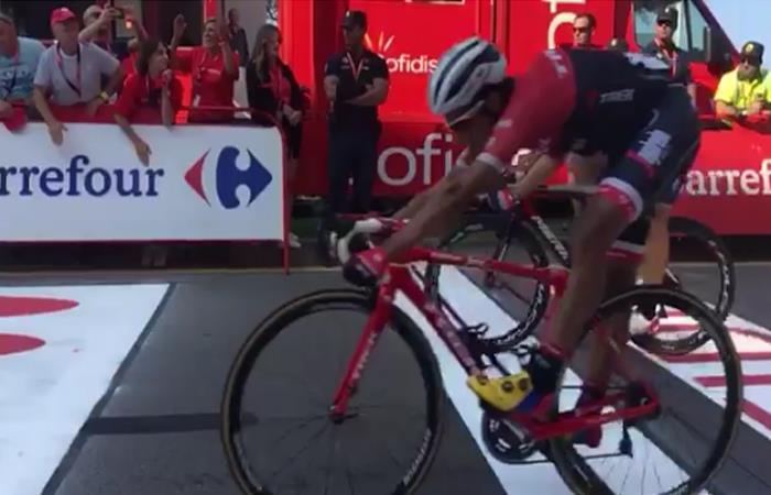 Vuelta a España: La peleada llegada de Jarlinson Pantano a la meta