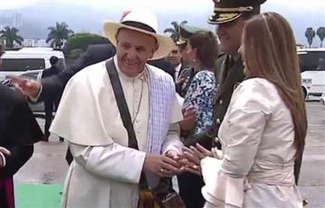 Medellín: Con poncho y sombrero recibieron al papa Francisco