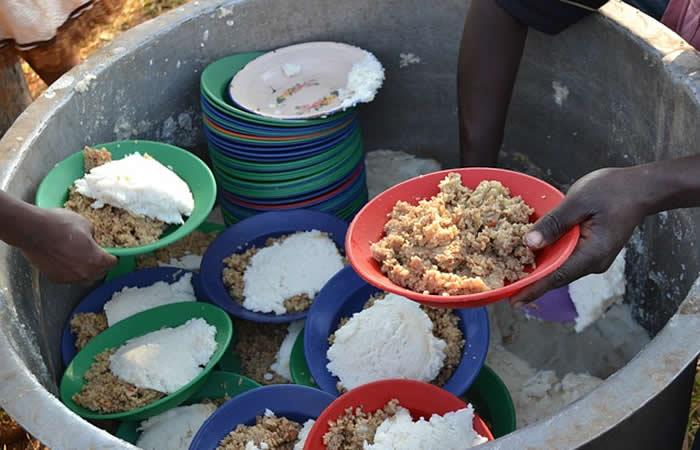 Polémica prohibición de repartir comida a habitantes de la calle