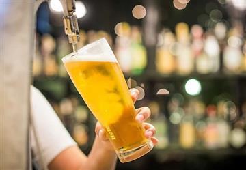 Video: El colombiano que tomará cerveza gratis toda la vida