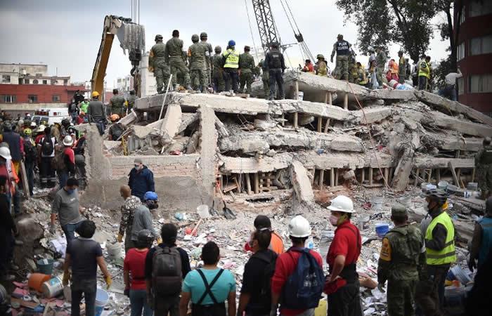 México busca sobrevivientes tras el terremoto que deja más de 200 muertos