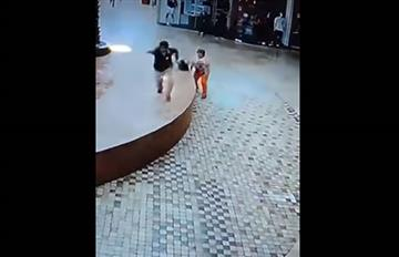 Video: De milagro esta mujer se salva del sismo en Puebla