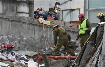 Mexicanos se esfuerzan por rescatar sobrevivientes del sismo