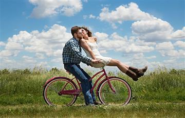 5 cosas que pasan las parejas que se conocen muy jóvenes