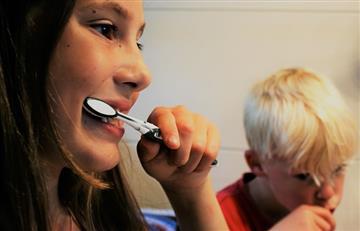 ¿El cepillo dental podría tener materia fecal?
