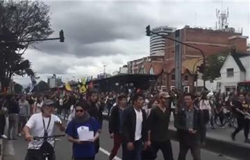 Protestas de estudiantes en Bogotá dejan daños en Transmilenio