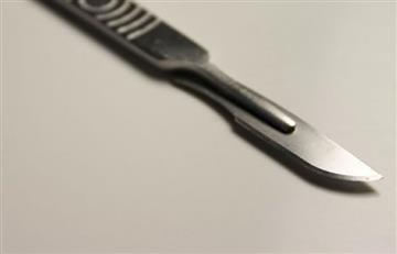 Mujer corta el pene a su pareja con bisturí ante probable infidelidad