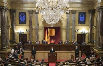Presidente de Cataluña declara independencia, pero luego la suspende