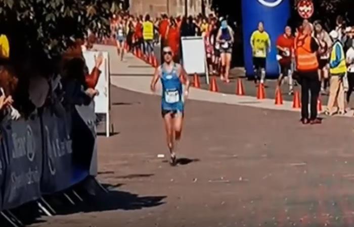 Atleta deja ver sus partes íntimas al estilo 'Tino Asprilla' en plena competencia