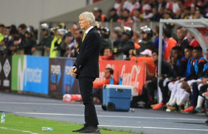 EL DT de Colombia José Pekerman ante Perú. Foto: AFP