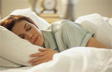 Dormir así te ayuda a bajar de peso y en otras cosas más