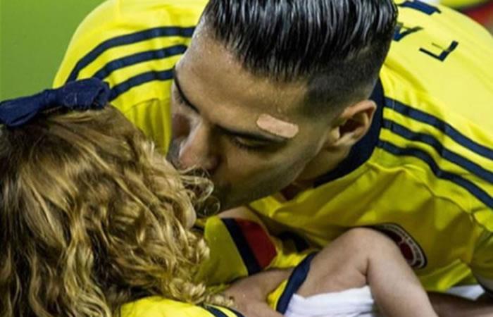 Falcao García: La tierna foto con su esposa e hijas celebrando la clasificación