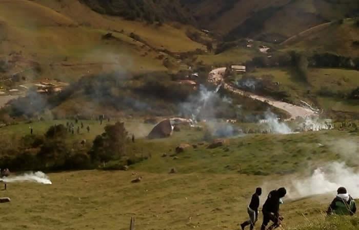 Cauca: Indígenas mantienen aislados a policías en disputa de tierras