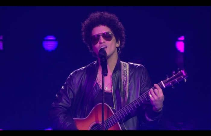 Video: Bruno Mars interpretó
