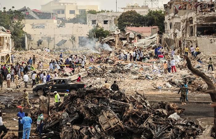 Somalia: Casi 300 muertos por atentado con camión bomba
