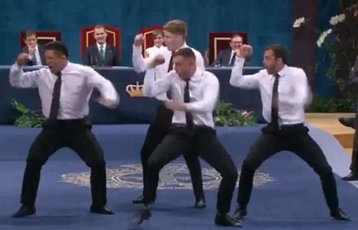 Los 'All Blacks' agradecen premio a los reyes con sorprendente baile