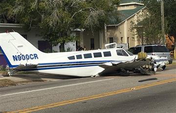 En Florida un avión se estrelló contra dos autos en una concurrida avenida