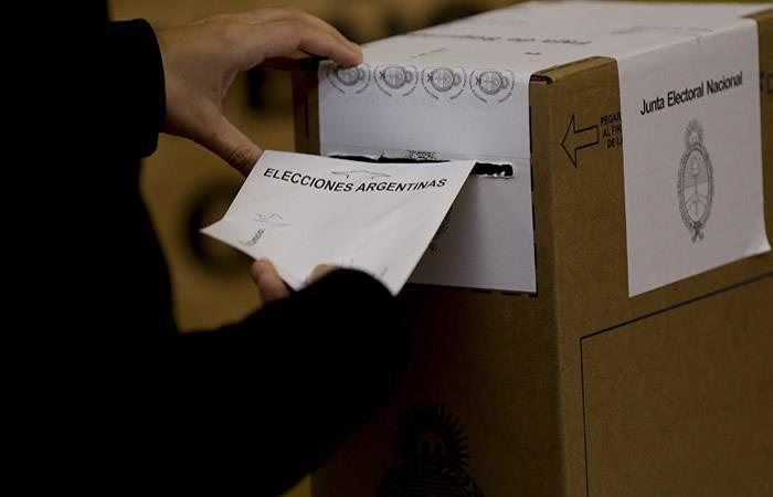 En Argentina cierran mesas de votación legislativas