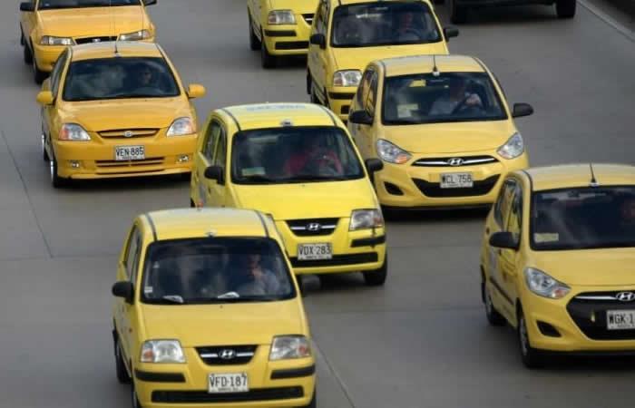 Paro de taxis en Bogotá bloquea las principales vías