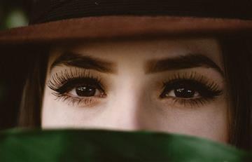 ¿El truco para verse más joven está en el cuidado de tus cejas?