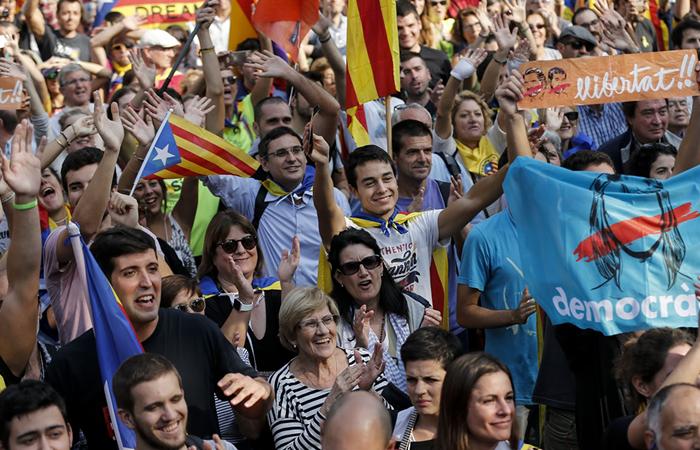 Cataluña: Independentistas estallan de júbilo en Barcelona