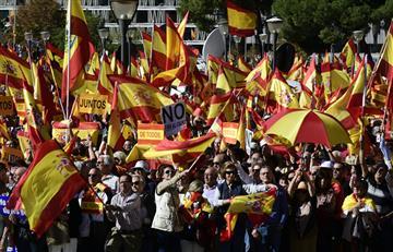 Miles de personas protestan en Madrid por la situación de Cataluña